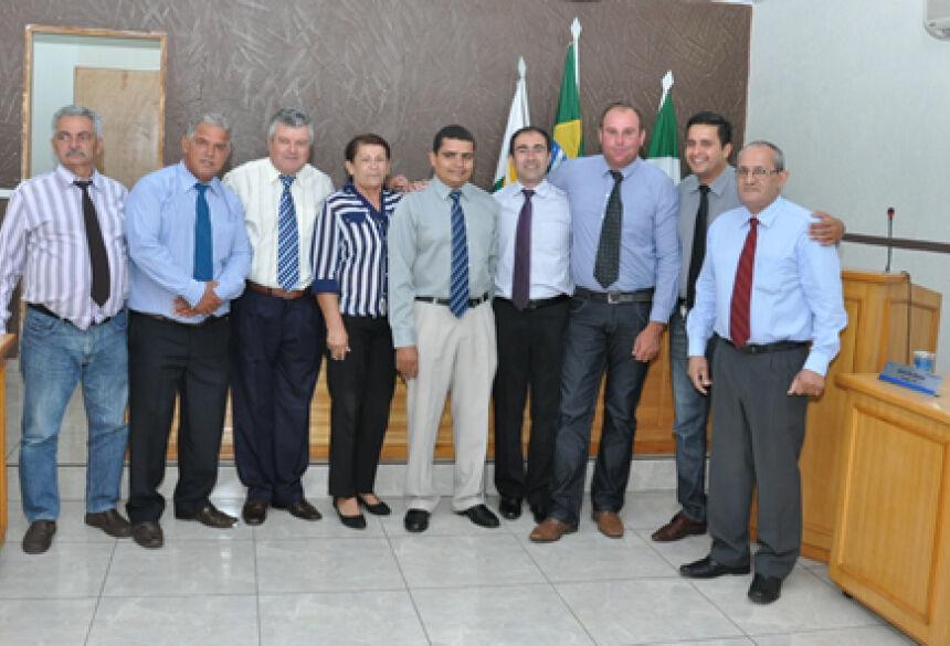 Vereadores todos reunidos durante entrega de reforma da Câmara - FOTO: ROGÉRIO SANCHES / FÁTIMA NEWS