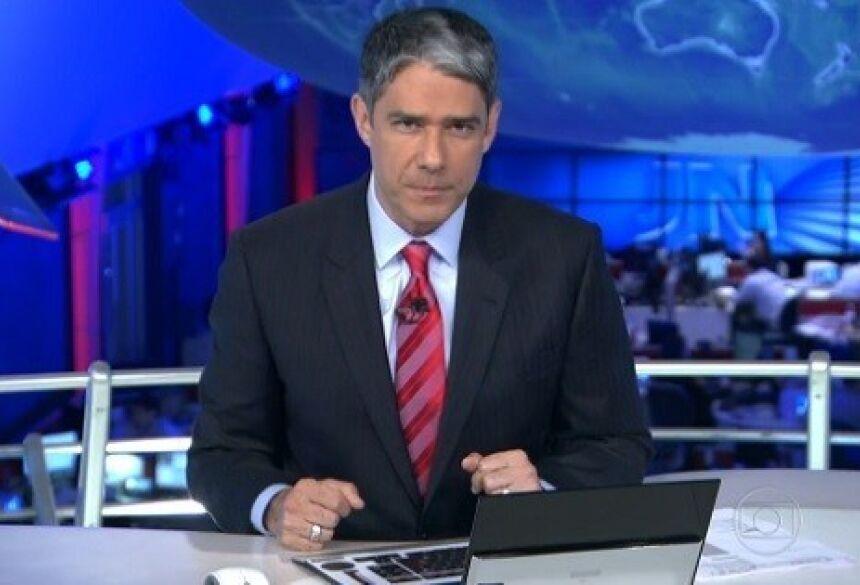 William Bonner na bancada do Jornal Nacional; jornalista trocou Mato Grosso por Mato Grosso do Sul