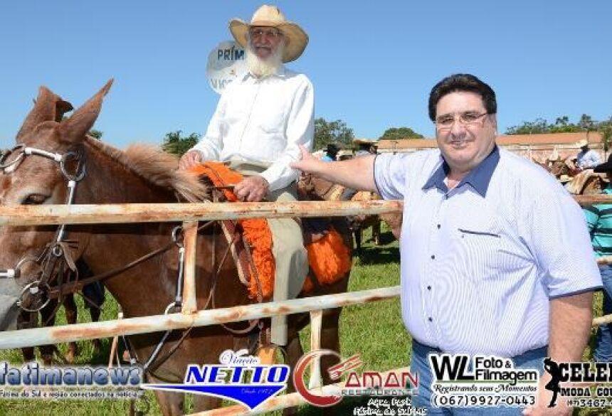 Prefeito Arceno Athas Júnior, acompanhou a largada da Cavalgada - FOTOS: ROGÉRIO SANCHES / FÁTIMA NEWS