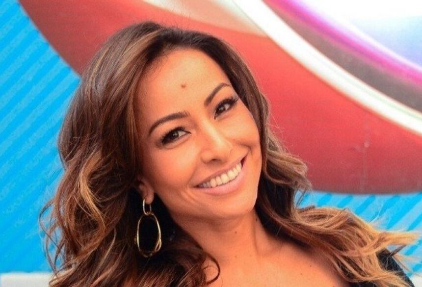 Sabrina Sato, 33, concedeu uma entrevista especial para Luciana Gimenez,  44, durante o