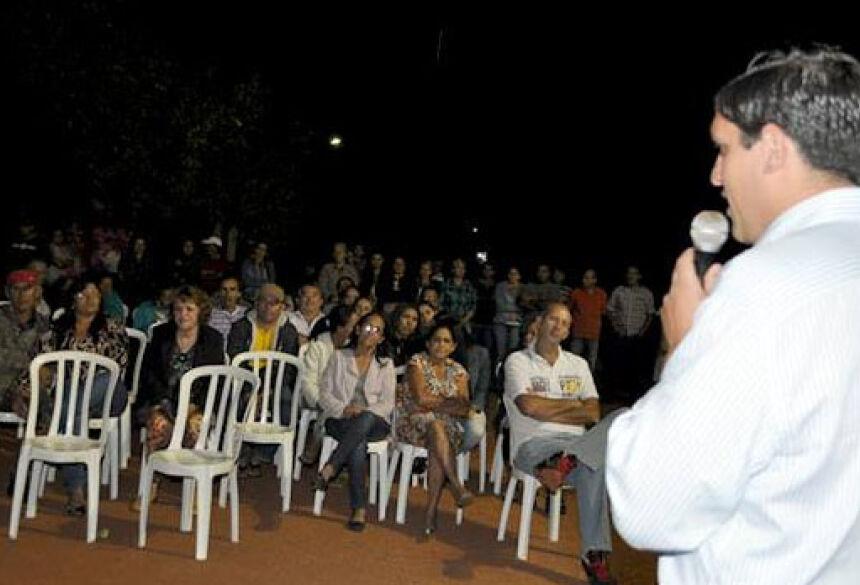 Prefeito Junior ressaltou a importância do asfalto - Foto: Ribero Junior/ SiligaNews.