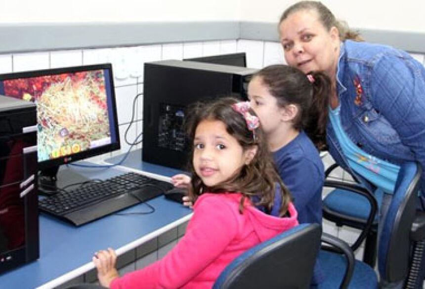 Alunos da Educação Infantil praticam aulas de informática. Foto Sidnei Ribeiro/ JateíVip