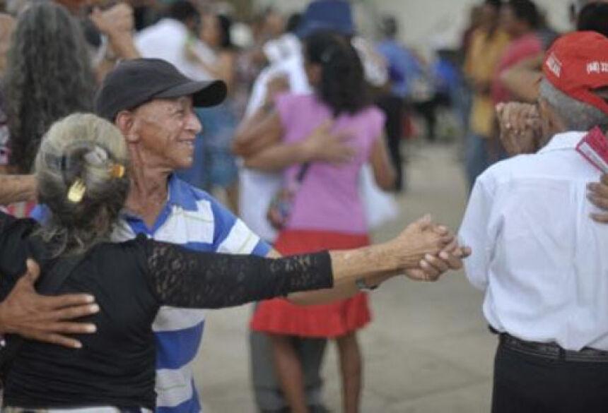 Na capital do Acre, idosos se reúnem todas as quartas e sextas-feiras para cantar e dançar <br>ao som de bandas que tocam desde o forró pé de serra aos melhores clássicos do chorinhoMarcello Casal Jr/Agência Brasil