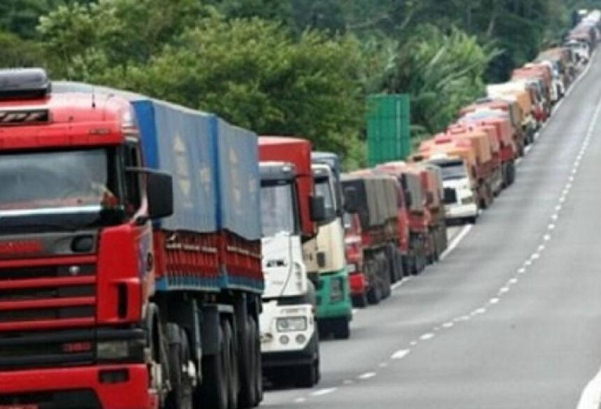 Resultado de imagem para imagens da greve dos caminhoneiros 2015