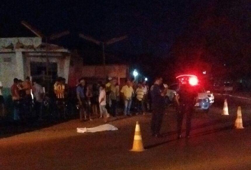 O acidente aconteceu próximo a praça em um local onde existe um Posto de Conbustiveis desativado. Foto: Whatsapp/Redação.