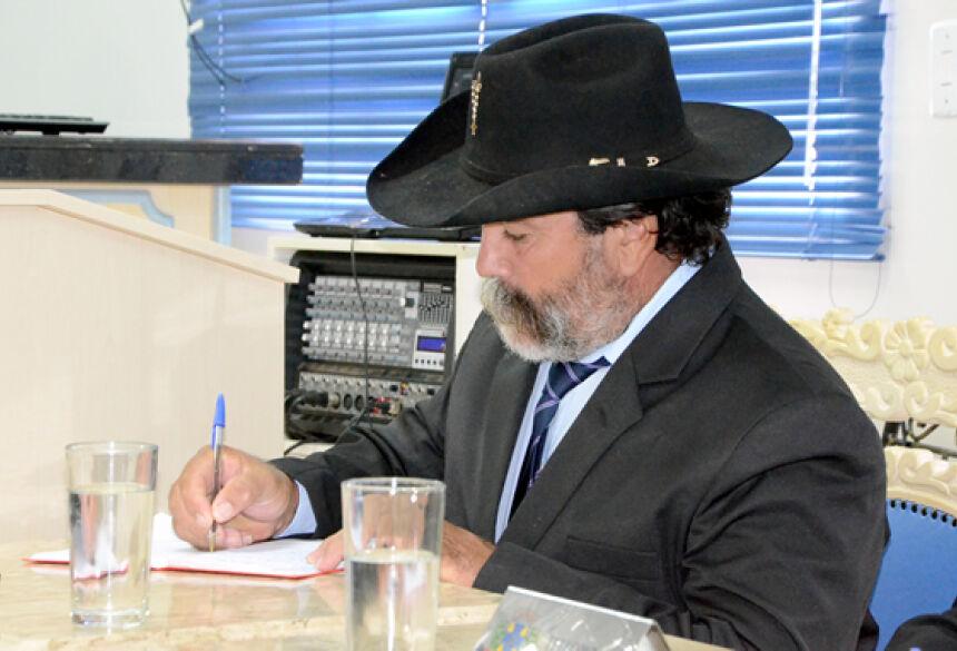 FOTO: ROGÉRIO SANCHES / FÁTIMA NEWS - Vereador chama a atenção com seu estilo 'pantaneiro' na primeira sessão