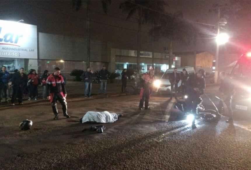 Acidente deixou um jovem morto em Dourados - Fotos: Osvaldo Duarte
