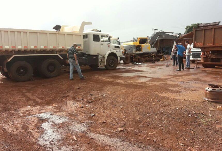 Investigadores realizam levantamentos no local do acidente-Fotos ( Olimar Gamarra)