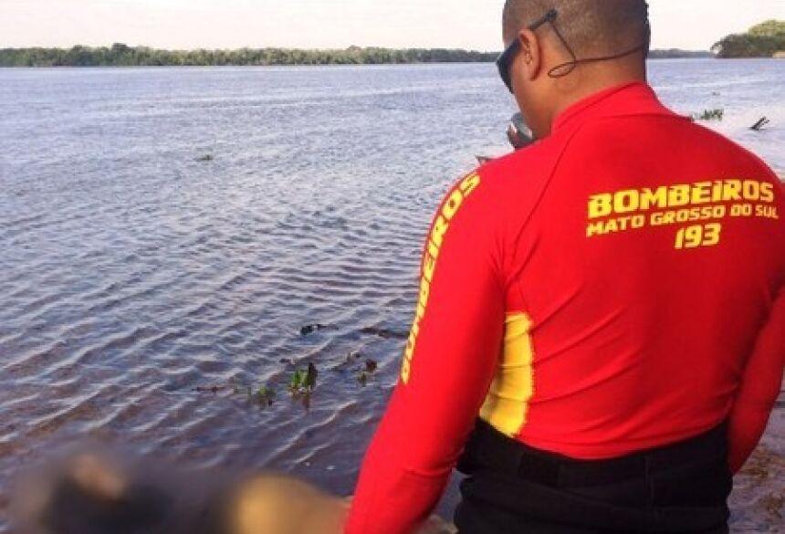 Corpo foi encontrado há 10 quilômetros de distância do local onde a embarcação - Foto: Tá Na Mídia Naviraí
