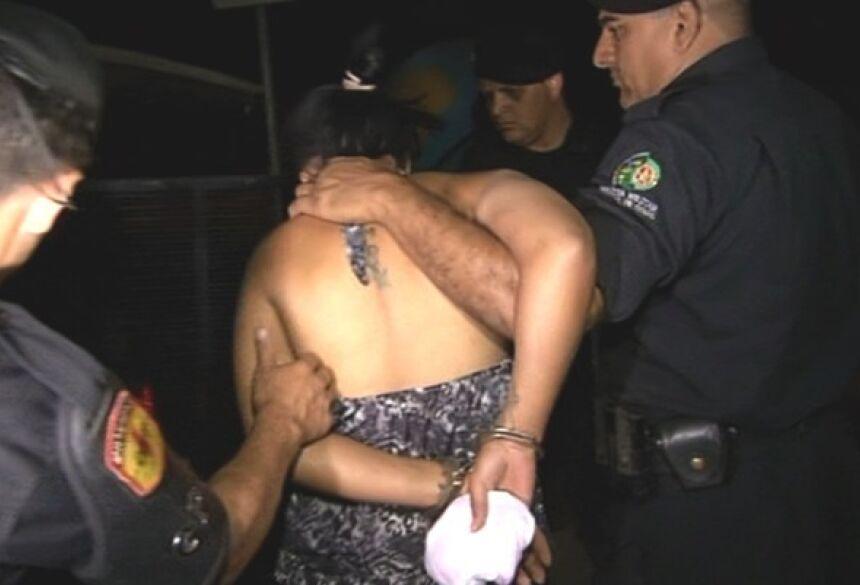 Mulher é presa suspeita de matar grávida e cortar barriga para tirar bebê