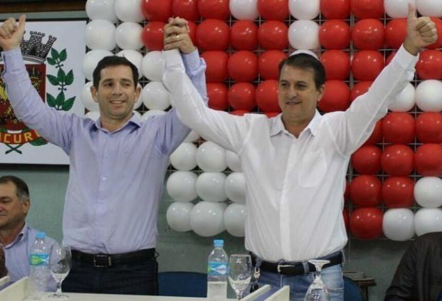Carlos Pelegrini (à dir), com seu vice Dr. Marcelo, foi eleito prefeito de Tacuru neste domingo - Vilson Nascimento/Ponta Porã Informa