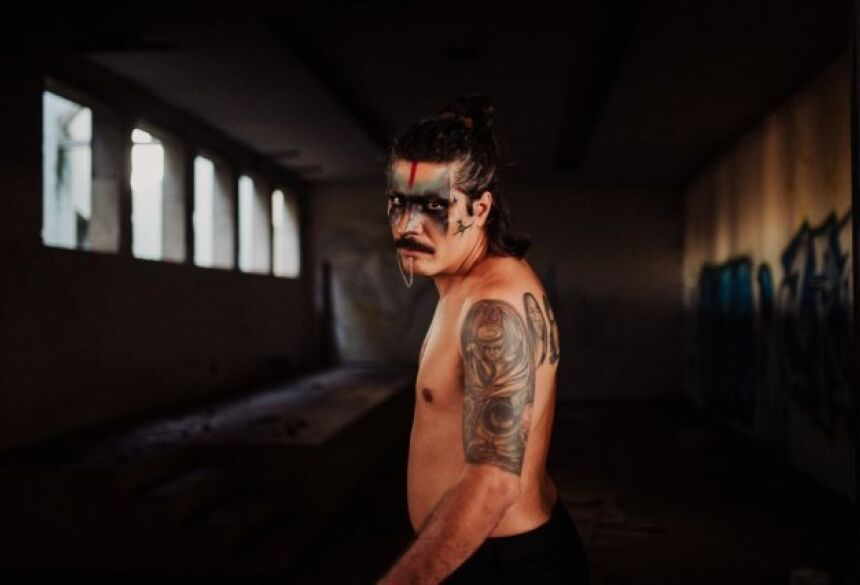 Mamão posou para as lentes do fotógrafo campo-grandense André Patroni, cheio de estilo. (Foto: André Patroni)