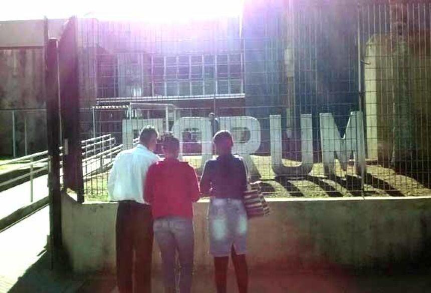 Mãe e pai de Gregory e esposa de Erick foram Fórum de Praia Grande, SP (Foto: Arquivo Pessoal)
