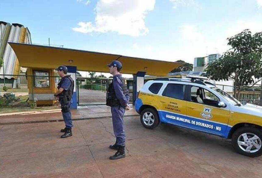 Crianças são encontradas bêbadas e comerciante é preso  em Dourados Guarda Municipal encontrou adolescentes bêbados e prendeu com comerciante