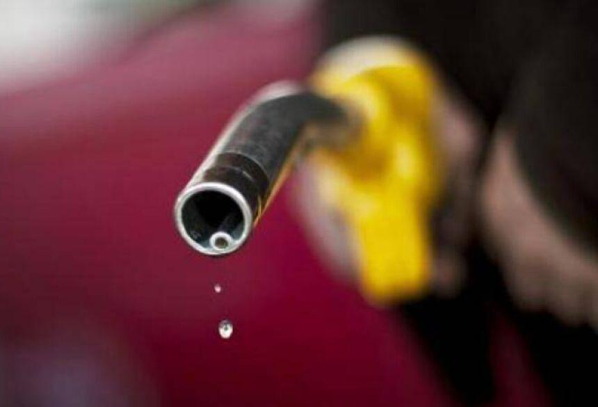 Aumento do preço dos combustíveis: Juiz diz que decreto que aumentou PIS/CONFINS é ilegal (Jeff Pachoud/AFP)