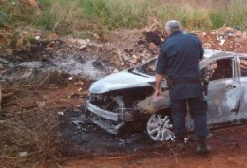 Carro foi destruído pelas chamas - Gerson Oliveira / Correio do Estado