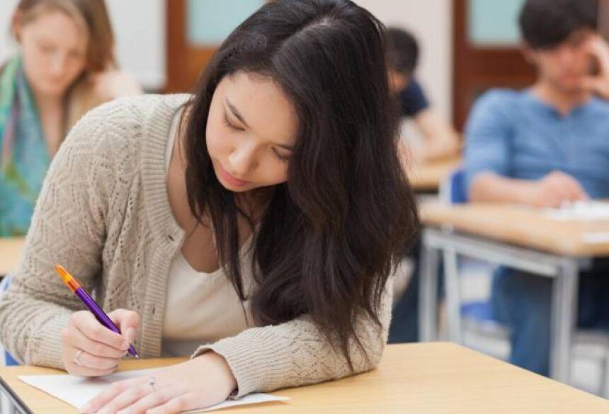 Podem se inscrever estudantes que tenham participado do Enem com média igual ou superior a 450 pontos e com renda familiar mensal bruta per capita de até três salários mínimos. (Thinkstock/VEJA/VEJA)