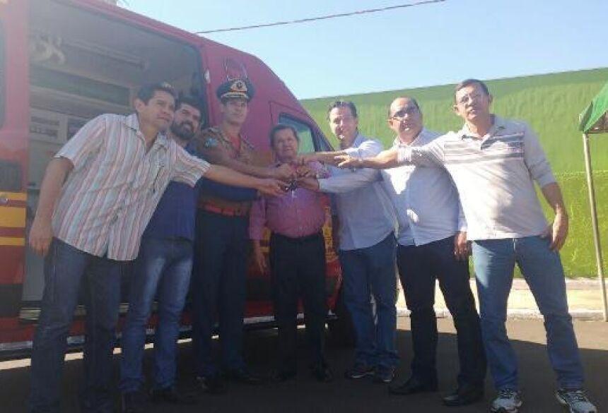 FOTO: ASSESSORIA - Deputado Onevan de Matos entrega Unidade de Resgate para Bombeiros de Jardim (MS)