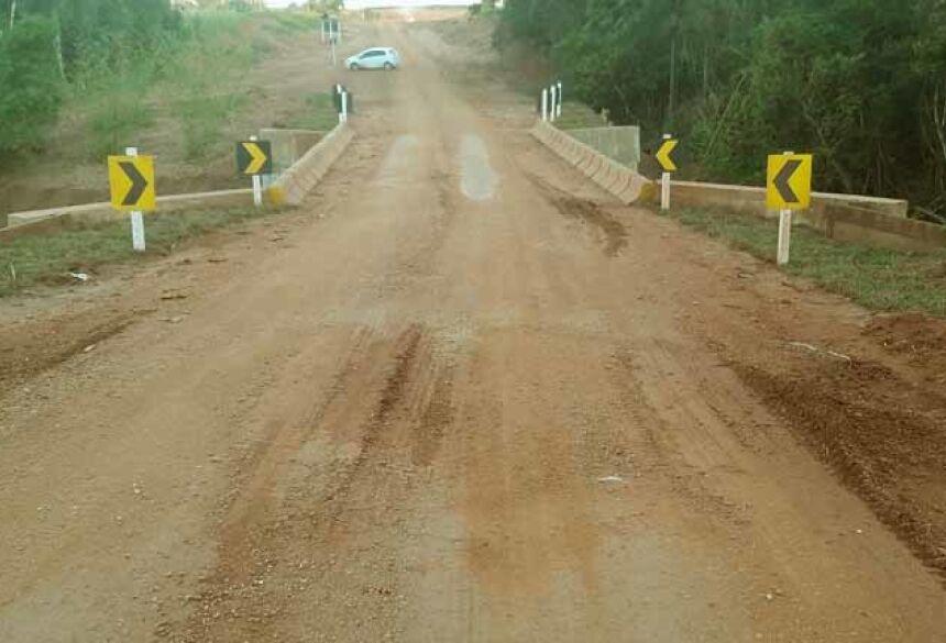 Ponte sobre o córrego Ivatê, região da Fazenda Santa Ana, já foi entregue à população.