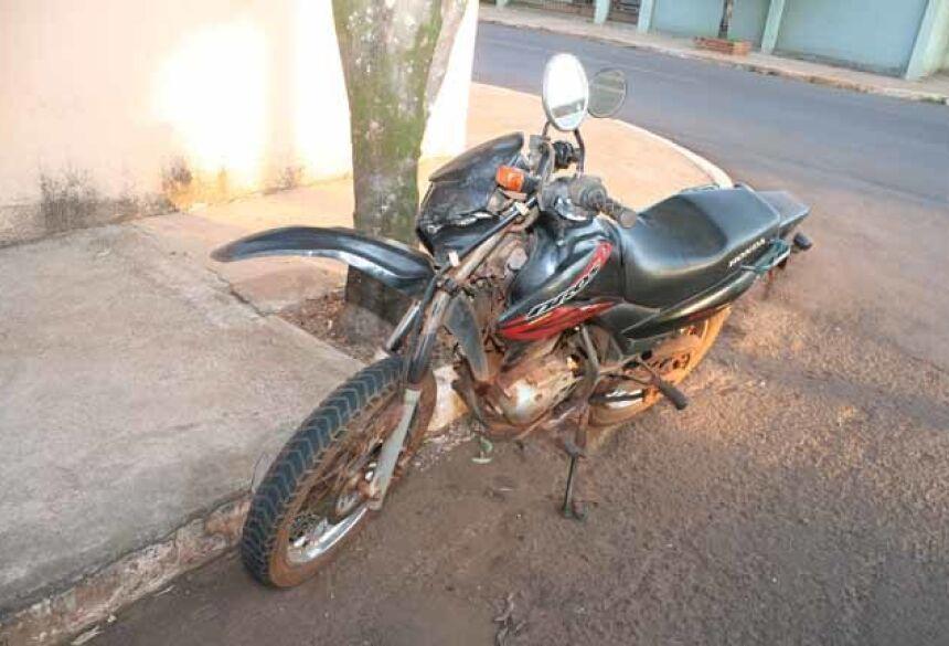A moto ficou danificada (foto: Adelio Ferreira)