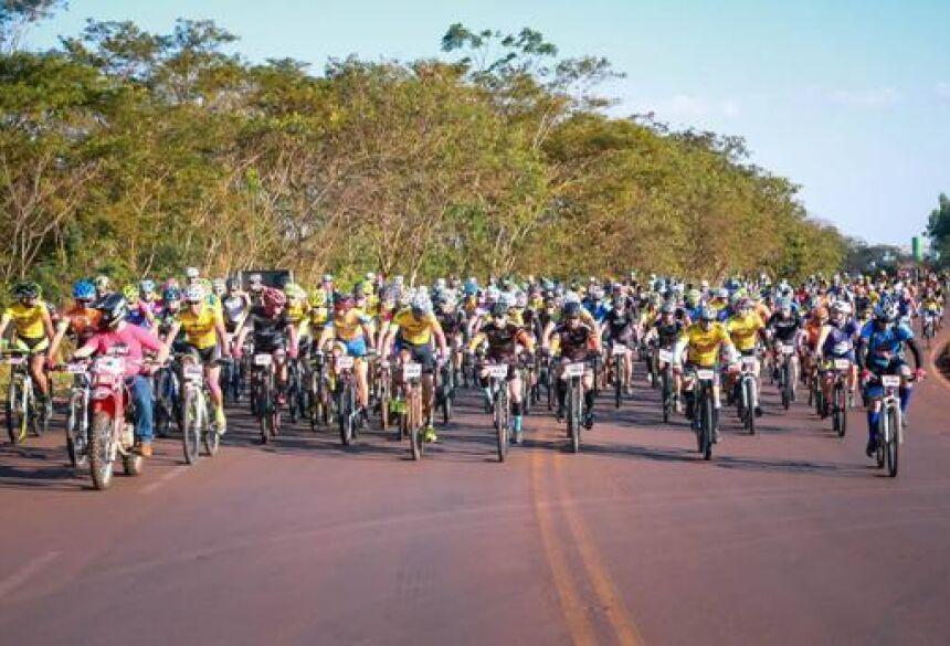 FOTO: ASSESSORIA - RED RACE reúne mais de 700 participantes na etapa do Estadual de MTB em Fátima do Sul