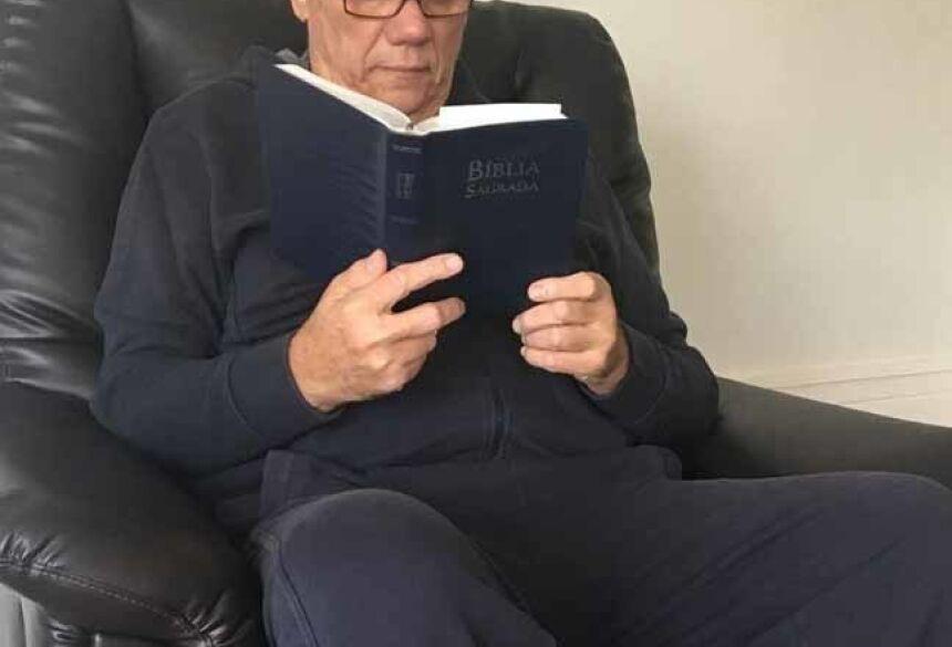 Marcelo Rezende está internado em decorrência de pneumonia, de acordo com fonte do Purepeople