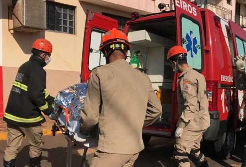 Vítima reclamava de fortes dores na região lombar e foi transportada até o Hospital Regional - Foto: Márcio Rogério/Nova News