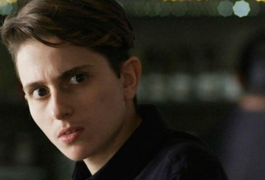 Personagem de Carol Duarte é vítima de transfobia em capítulo da novela. Foto: Globo/Reprodução