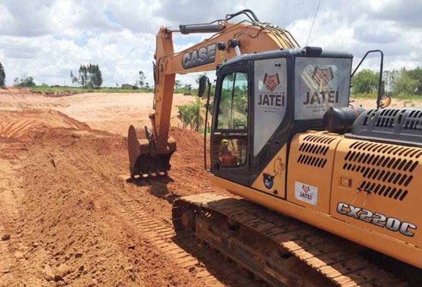 JATEÍ: Eraldo trabalha forte na zona rural e novas tubulações são colocadas na Linha do Caraguatá