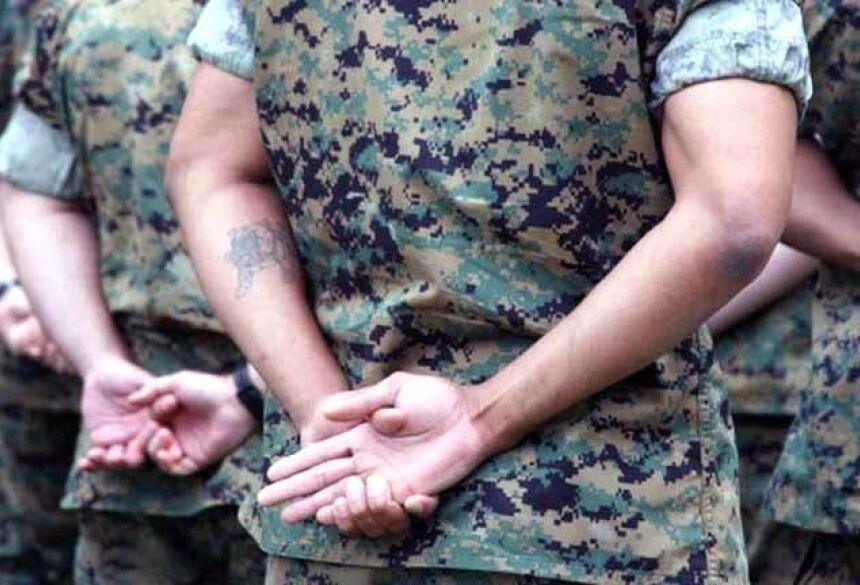 militar com tatuagem no braço Foto: BBCBrasil.com
