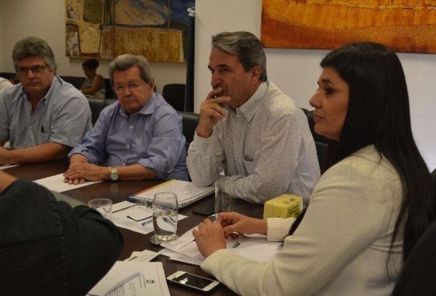 FOTO: VICTOR CHILENO / ASSESSORIA - Onevan e empresários discutem com Rose incentivos à cadeia produtiva do leite