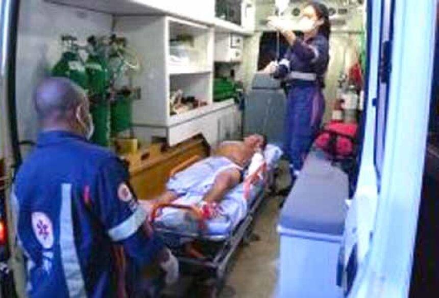 O adolescente chegou consciente no Hospital da Vida. (Foto: Adilson Domingos)