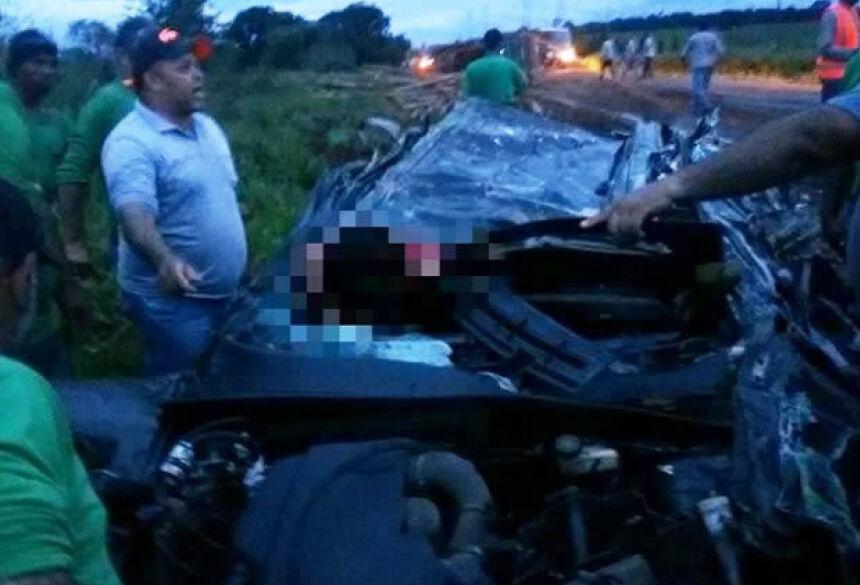Carro ficou completamente destruído - Crédito: Divulgação/Patrulha News