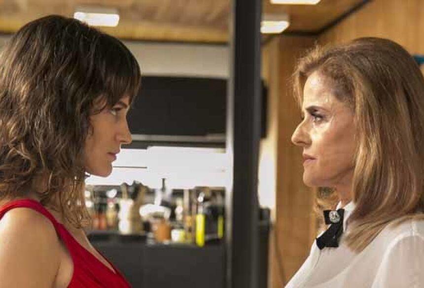 Clara (Bianca Bin) e Sophia (Marieta Severo) em O Outro Lado do Paraíso