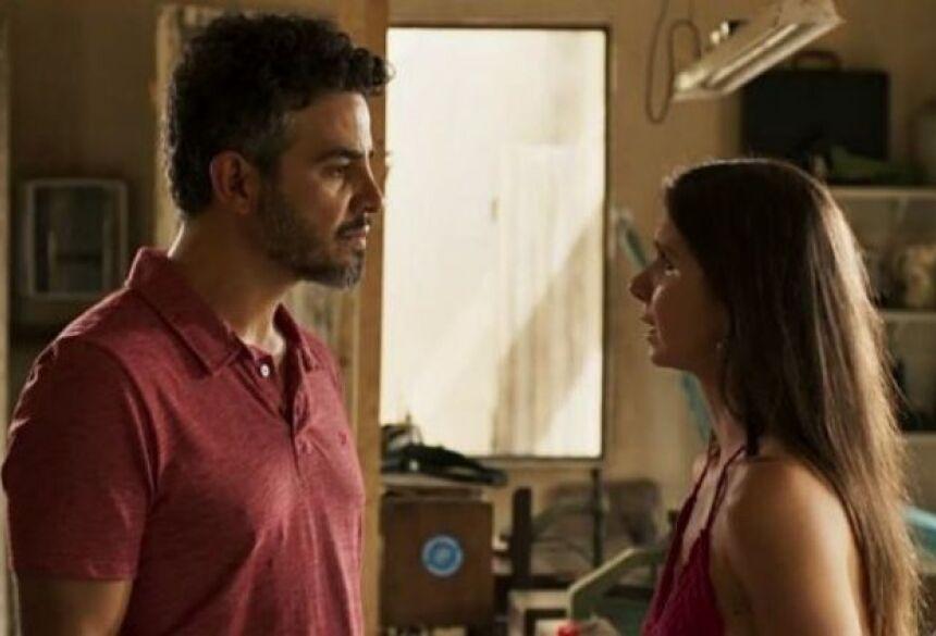 Desirée (Priscila Assun) e Juvenal (Anderson Di Rizzi) de O Outro Lado do Paraíso (Divulgação/TV Globo)