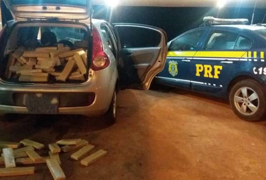 Carro e droga foram levados para Polícia Civil em Ponta Porã - Crédito: Divulgação/PRF