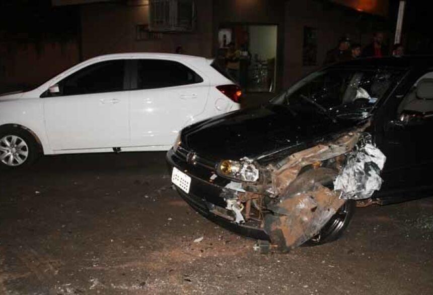 Colisão aconteceu em cruzamento da Avenida Ivinhema - Fotos: Márcio Rogério/Nova News