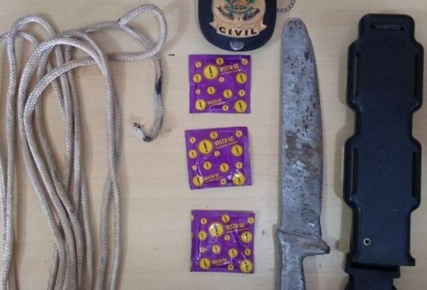 De acordo com a polícia, o homem usava esses itens para abusar das vítimas - Crédito: Midiamax