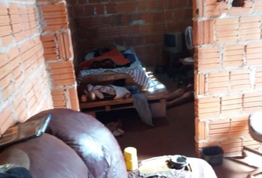 Vítima foi encontrada por trabalhadores de uma obra vizinha - Foto: Cido Costa / Dourados Agora