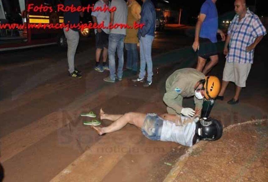 Garoto sendo socorrido pelo militares do Corpo de Bombeiros. / Foto: Robertinho