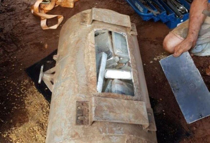 Carga de cocaína apreendida estava escondida em cilindro (Divulgação/PF)