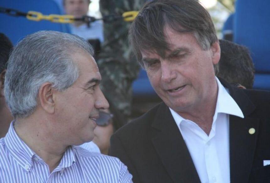 Reinaldo Azambuja (PSDB) e Jair Bolsonaro (PSL), durante agenda em Nioaque, em 13 de julho de 2017. (Foto: Marcos Ermínio/Arquivo).
