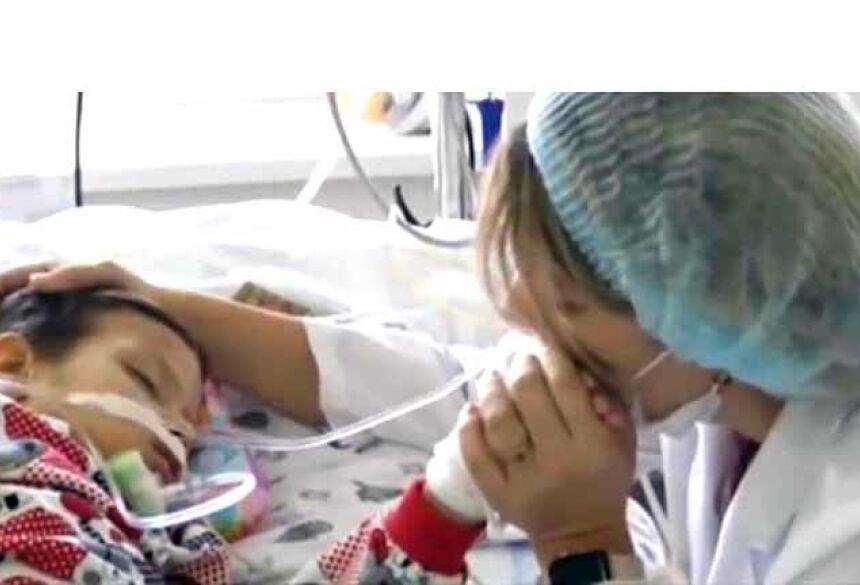 O menino está em coma há seis semanas (Foto: Reprodução/ European Central News)