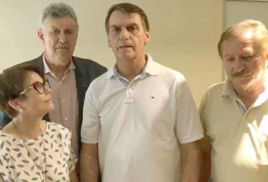 Bolsonaro e Tereza Cristina aparecem no vídeo ao lado do deputado federal e senador eleito pelo Rio Grande do Sul Luis Carlos Heinze (PP) e do pecuarista Luis Antônio Nabhan Garcia. (Foto: Reprodução)