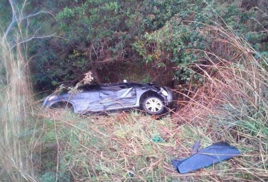 Carro da família de Campinas que se acidentou em rodovia de MG; três pessoas morreram e uma criança sobreviveu. - Crédito: ARQUIVO PESSOAL