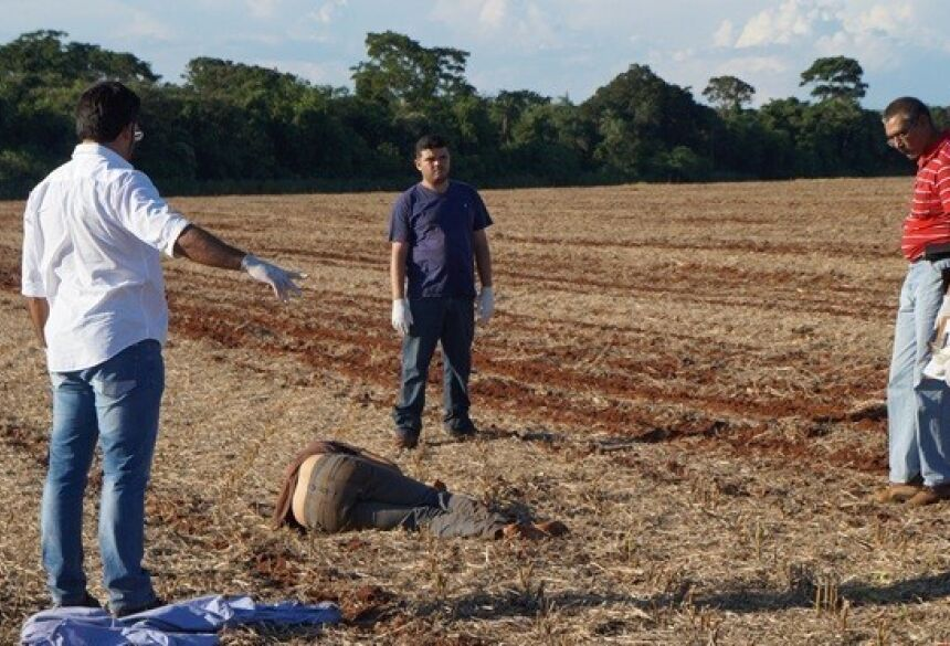 Corpo de peão assassinado por gerente de fazenda Foto: Olimar Gamarra - Rio Brilhante em Tempo Real