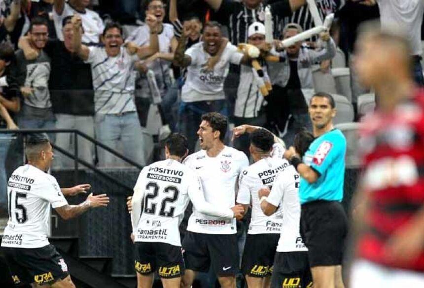 Após despachar Flamengo, Timão decide Copa do Brasil com Cruzeiro (Djalma Vassão/Gazeta Press)