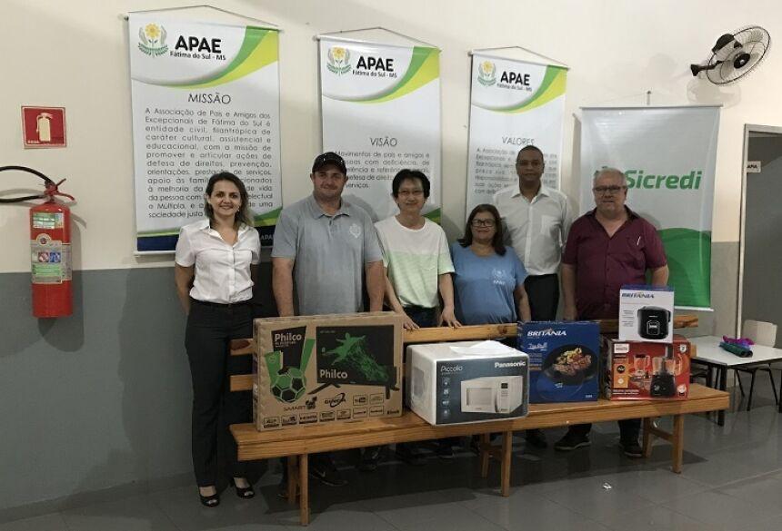 Sicredi Centro-Sul MS faz doação a APAE de Fátima do Sul