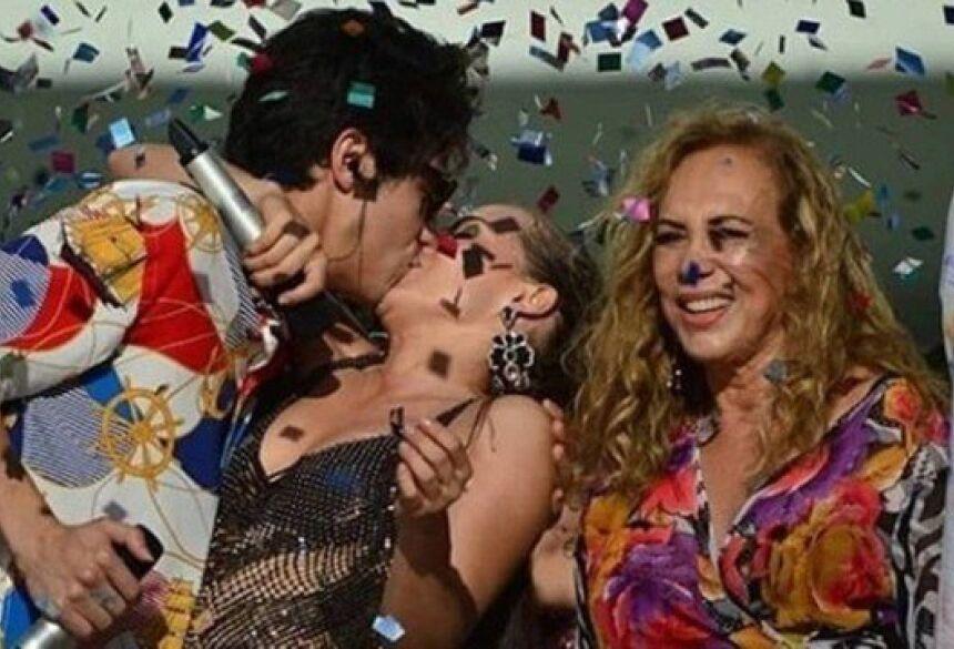 """Valentim beija Rosa em gravação de """"Segundo sol"""" Foto: Reprodução"""