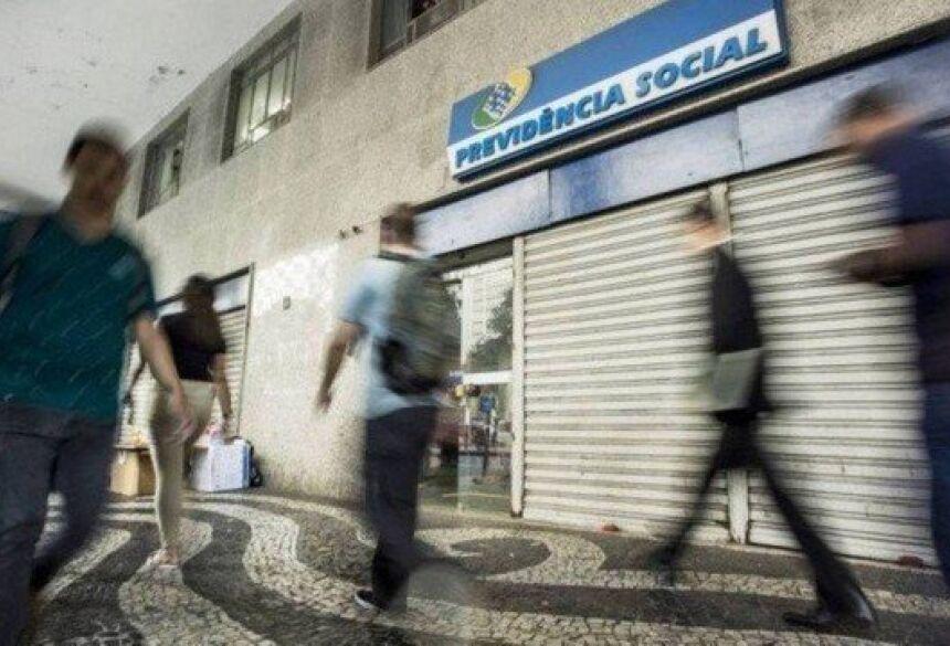Reforma da Previdência de Bolsonaro vai acabar com aposentadoria integral do servidor antes dos 65 anos Foto: Ana Branco